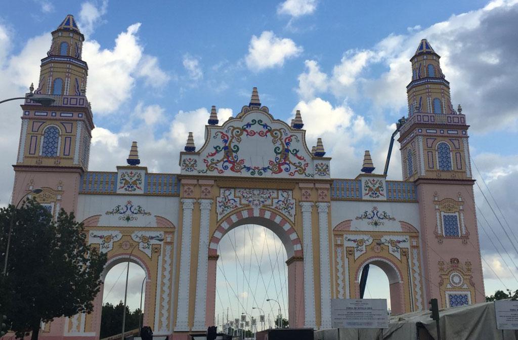Portada de la feria de Sevilla 2015